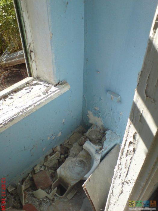 Унитаз у окна