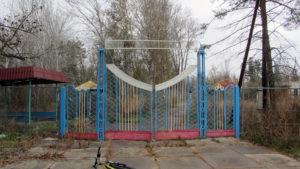 Центральный въезд в советский лагерь Островок