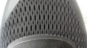 Сетчатая союзка в кроссовках Адидас